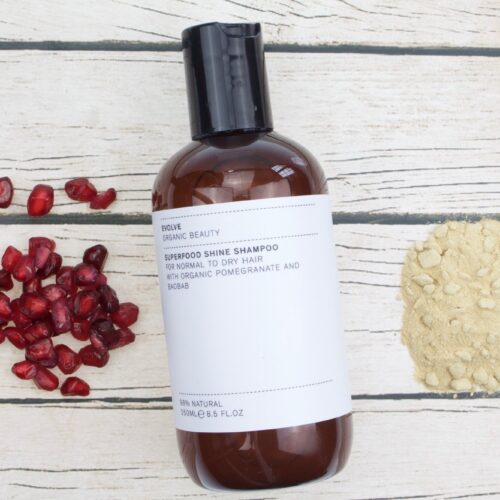 Juukseid toitev šampoon